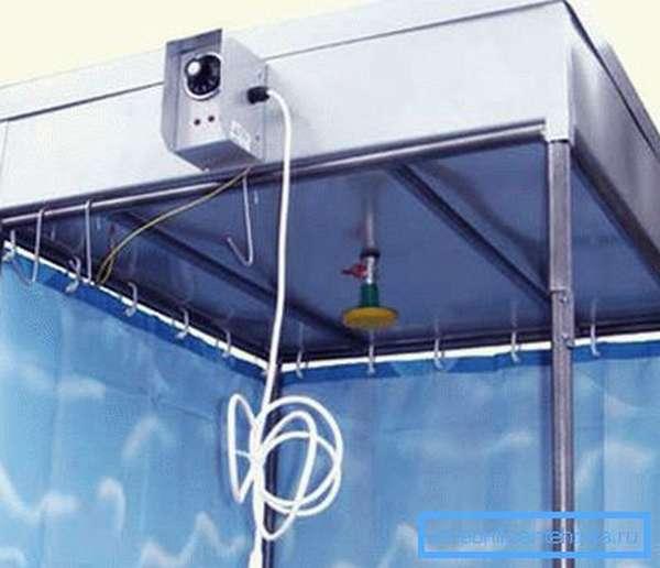 Заводской бак, предполагающий электрический подогрев воды